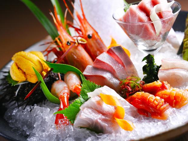 Фото №1 - Не только суши: 3 необычных рецепта из сырой рыбы