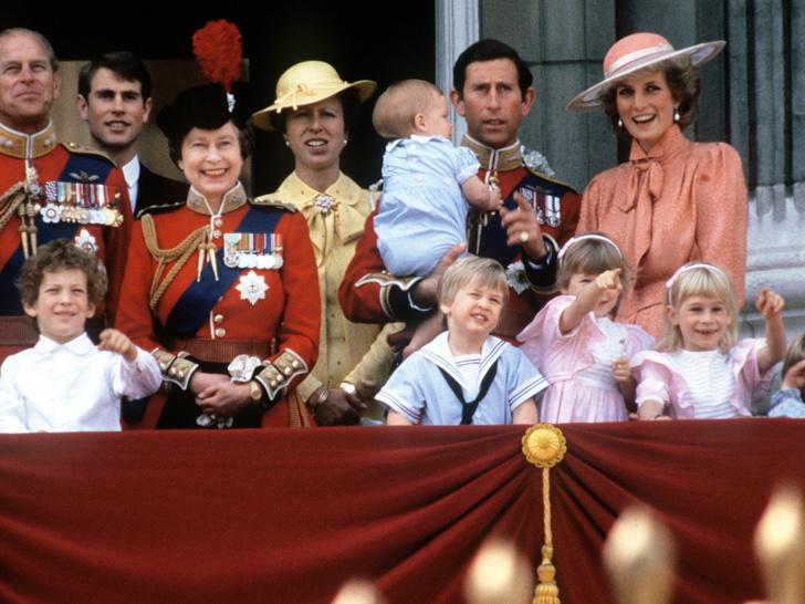 Фото №2 - Почему Королева празднует день рождения дважды в год