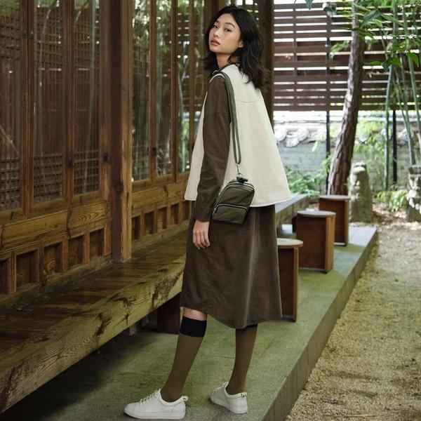 Фото №1 - Стеганые куртки, гольфы и свитеры с замком— тренды осени и зимы 2021-2022, которые носит Чон Хо Ён