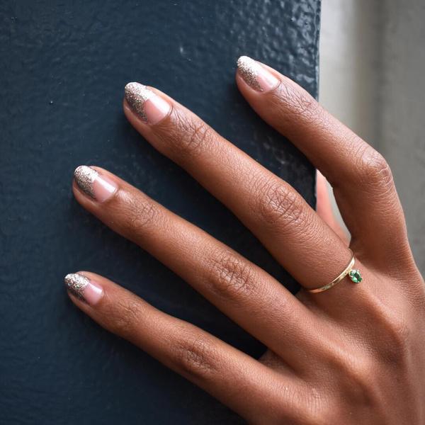 Фото №13 - Розовое золото: 39 стильных и модных идей нарядного маникюра