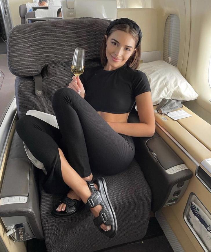 Фото №3 - Вещи какого российского бренда выбирает для путешествий Мисс Вселенная Оливия Калпо