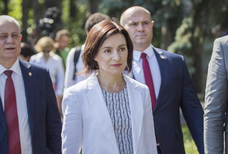 Фото №3 - Ни мужа, ни детей, зато диплом Гарварда и амбиции: президентом Молдавии впервые может стать женщина