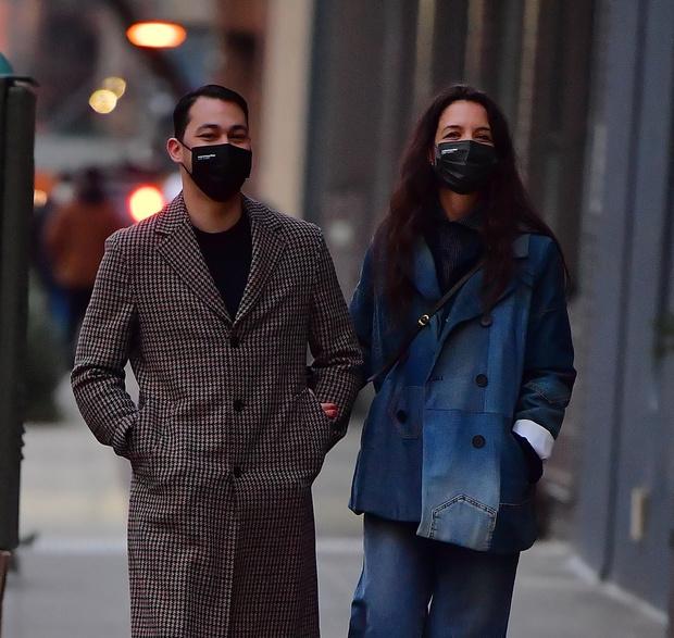 Модный фаворит: джинсовый костюм, который мы будем носить весной