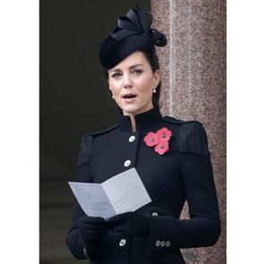 Фото №3 - Сама элегантность: Кейт Миддлтон впервые после начала пандемии встретилась с королевской семьей