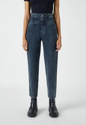 Фото №1 - Гид по самым модным джинсам: зима 2021