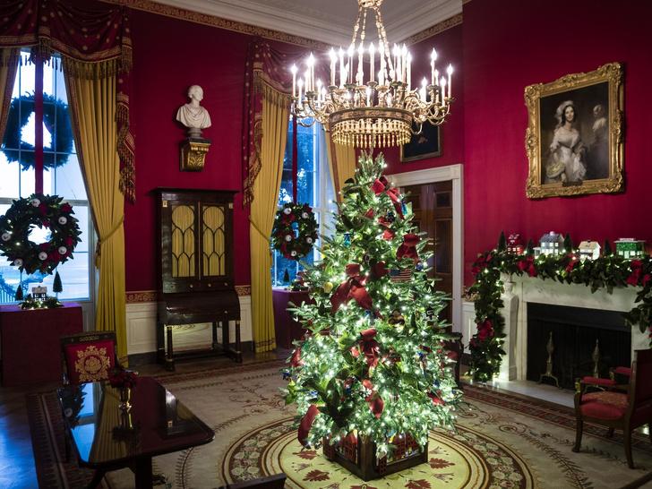 Фото №3 - Последнее Рождество в Белом доме: что Мелания Трамп хотела сказать новогодними декорациями
