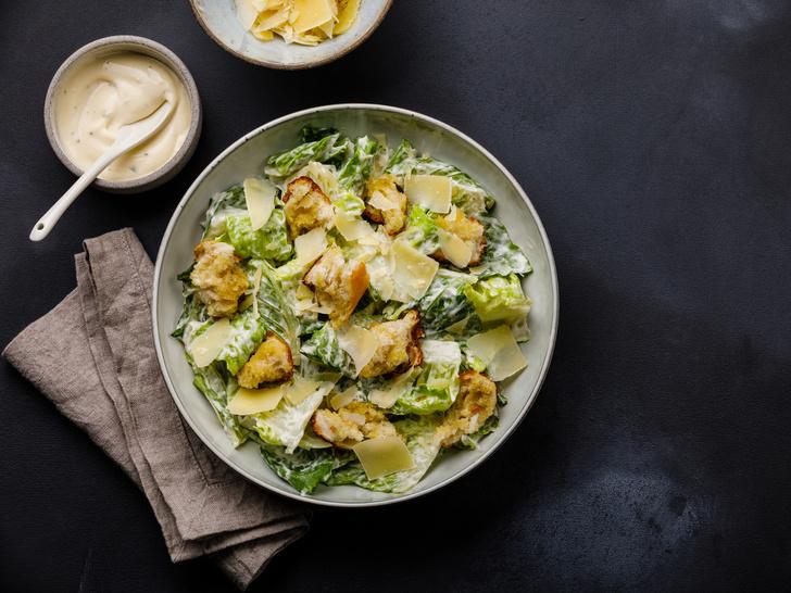 Фото №3 - От классического до легкого: лучшие рецепты салата «Цезарь»
