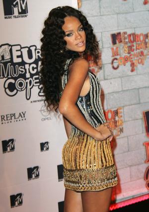 Фото №4 - Премия MTV EMA: лучшие звездные образы за всю историю