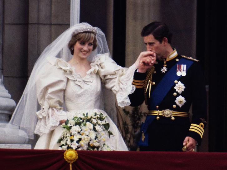 Фото №2 - Предвестие развода: самая плохая свадебная примета Виндзоров