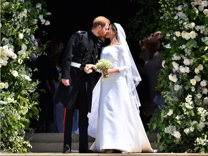 Фото №2 - Вдохновилась: чье свадебное платье на самом деле скопировала герцогиня Меган