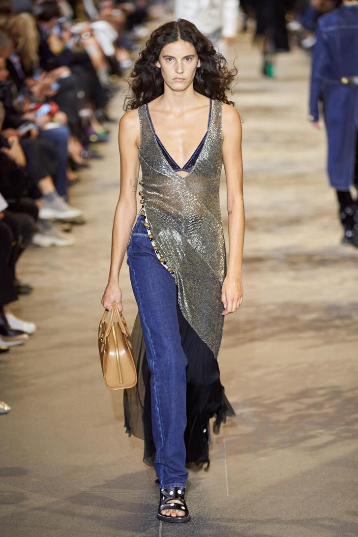 Фото №4 - Что, как и с чем носить весной 2022: свежие идеи с Недель моды