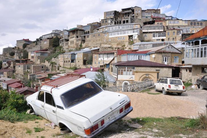 Фото №4 - Короткое не носить, мужчину не целовать: 7 правил для девушек, собравшихся в Дагестан