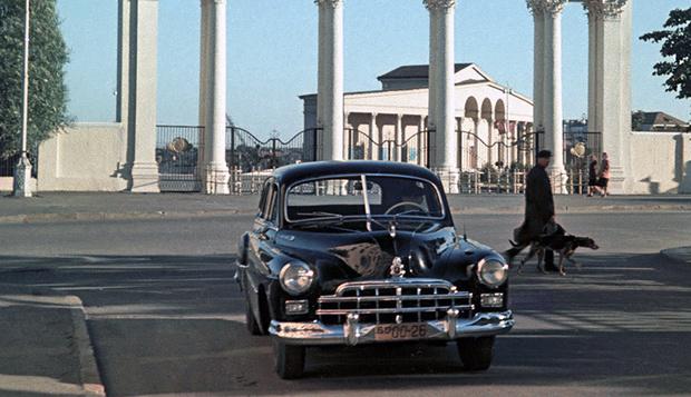 Фото №1 - «По дороге едет ЗИМ…»: советский автомобиль, который неожиданно обогнал время