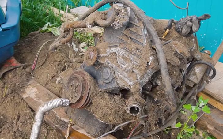Фото №1 - Что произойдет с двигателем, который зарыли в землю на год (видео)