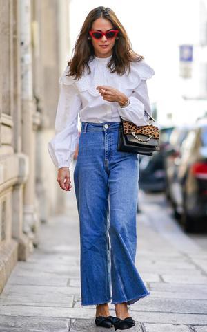 Фото №3 - От бедра: как выбрать правильные джинсы-клеш
