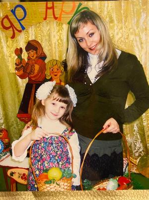Фото №13 - Раньше взрослели быстрее? 30 фото советских мам и их дочек в одном возрасте