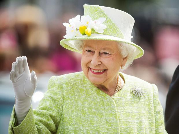 Фото №1 - Почему Королева празднует день рождения дважды в год