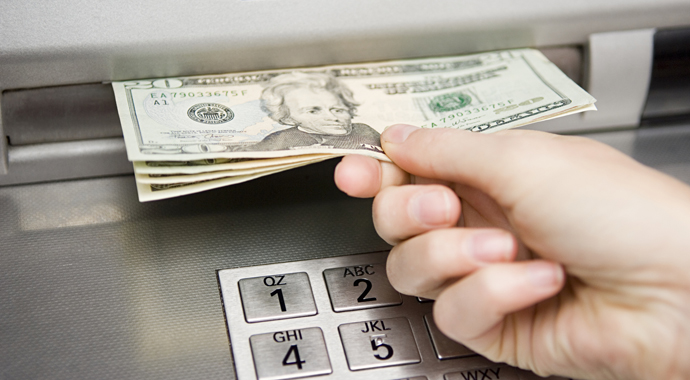 Друзья купили списанный банкомат и разбогатели