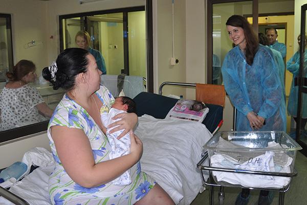 Фото №2 - Программа «Расти здоровым, малыш!» и звезды шоу-бизнеса поздравили молодых мам с Днем Матери
