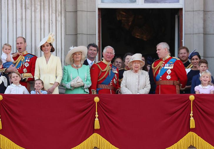 Фото №1 - Пара, которая на волоске от исключения из королевской семьи (и это не Гарри и Меган)