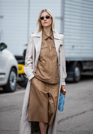 Фото №5 - Как носить кожаные рубашки: стильные идеи на каждый день