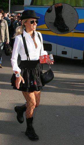 Фото №8 - Обувь звездных гостей Премии МУЗ-ТВ: от креативных туфель до... тапочек!