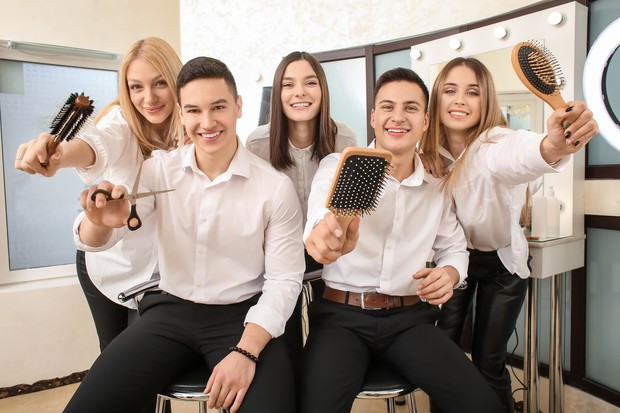 Фото №1 - Прокачай это: где и как научиться парикмахерскому искусству?