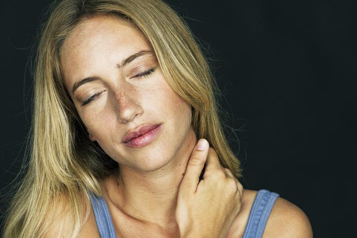 Фото №1 - Без резких движений: что делать, если болит шея