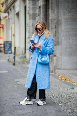 Фото №5 - С чем носить кожаные брюки зимой 2020-2021: учимся у стритстайл-героинь