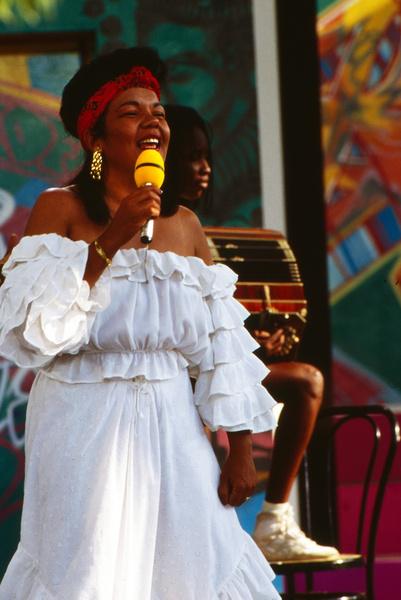 Лоалва Браз Ламбада фото