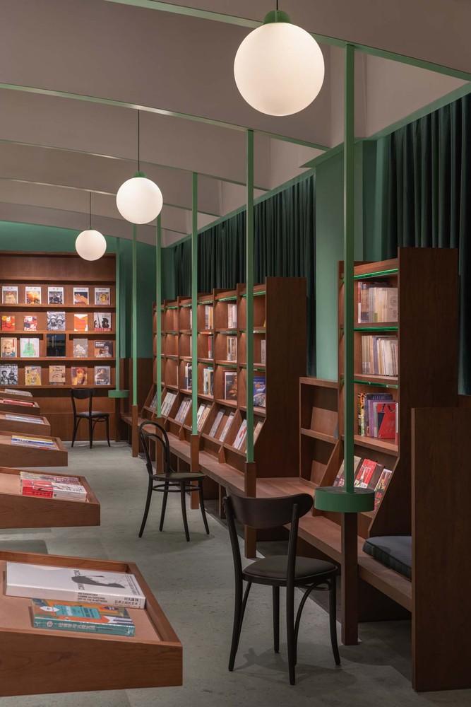 Фото №5 - Книжный магазин Common Reader в Китае