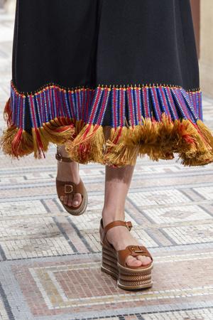 Фото №16 - Самая модная обувь весны и лета 2021: советы дизайнеров