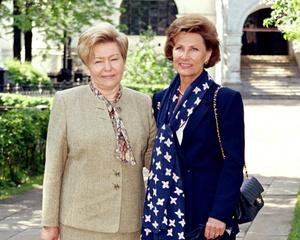 Фото №13 - От Хрущевой до Путиной: как выглядели и одевались первые леди нашей страны