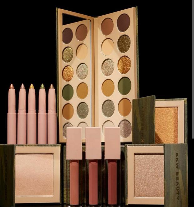Фото №2 - Летний бьюти-призыв: Ким Кардашьян выпустила коллекцию макияжа, вдохновленную камуфляжем