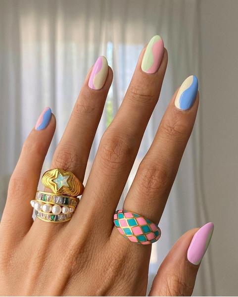 Фото №2 - Маникюр на море: лучшие варианты пляжных ногтей