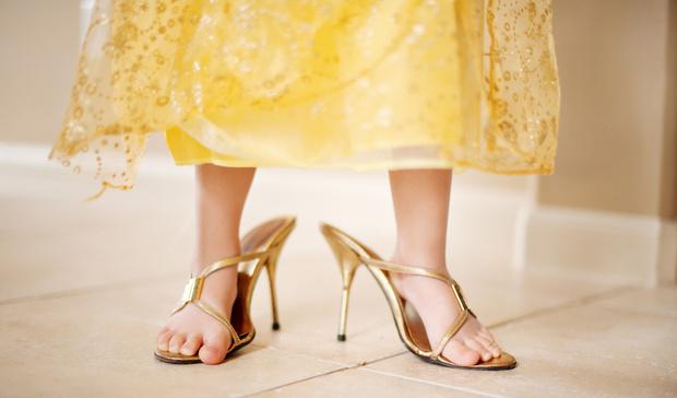 Фото №2 - Балетки и каблуки: не вредна ли модная обувь для детей