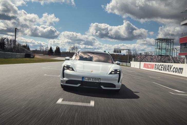 Фото №1 - Porsche Taycan— мастер когнитивного диссонанса