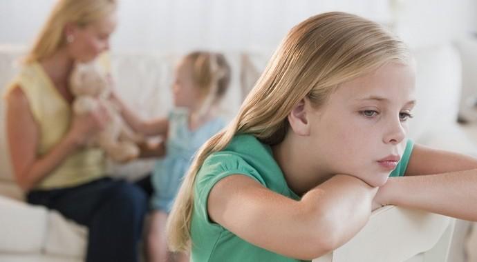 «У тебя скоро появится братик»: как научить ребенка справляться с ревностью
