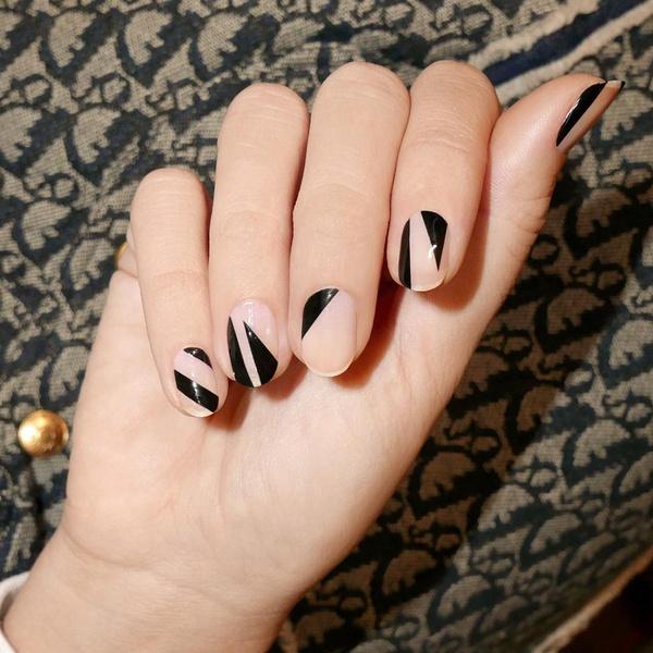 Фото №5 - Черный маникюр: 10 крутых идей для ногтей любой длины