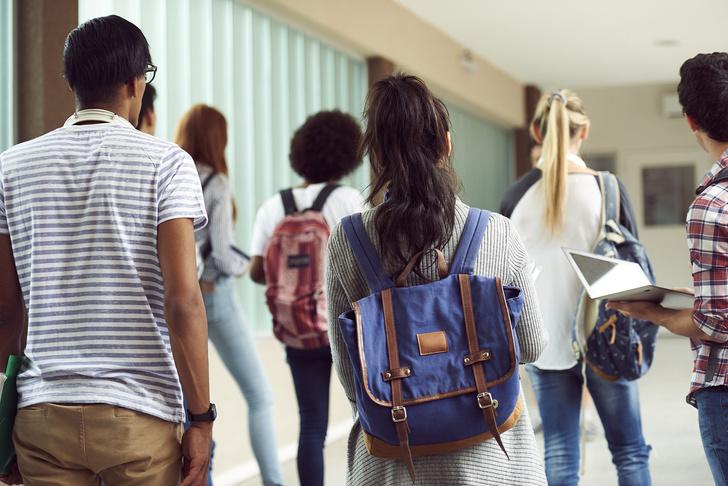 Фото №3 - Ты же леди: правила этикета, о которых нужно помнить в школе