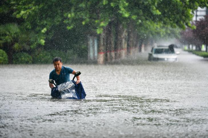Фото №1 - На китайскую провинцию Хэнань обрушились «сильнейшие за тысячу лет» дожди. В Чжэнчжоу затопило метро