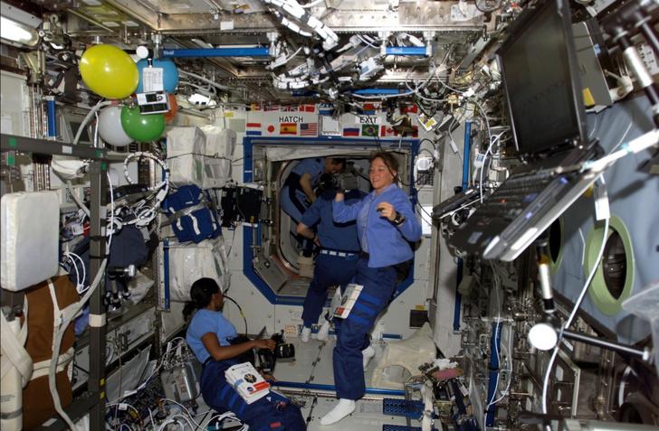Фото №11 - Из космоса в тюрьму: как астронавтка победила силу притяжения, но не свою ревность, и пошла на убийство соперницы