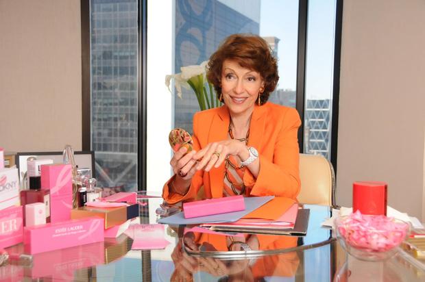 Фото №1 - #РозоваяЛенточка28: Estée Lauder Companies запускает ежегодную кампанию по борьбе с раком груди