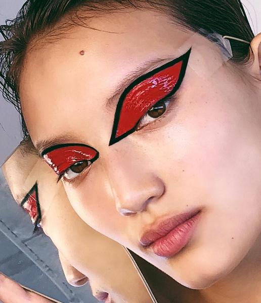 Фото №10 - Креативные стрелки: 10 способов разнообразить макияж глаз