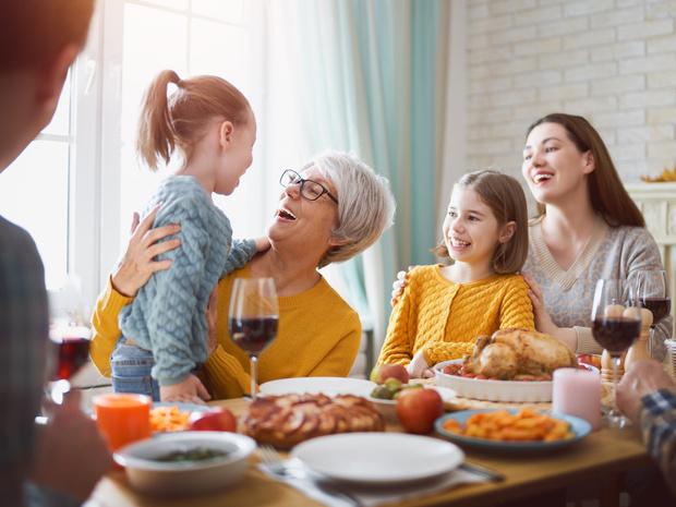 Фото №4 - 10 вредных советов, как встречать гостей (чтобы они больше никогда к вам не пришли)