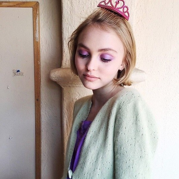 Фото №6 - Нежная, но дерзкая: 7 лучших макияжей Лили-Роуз Депп