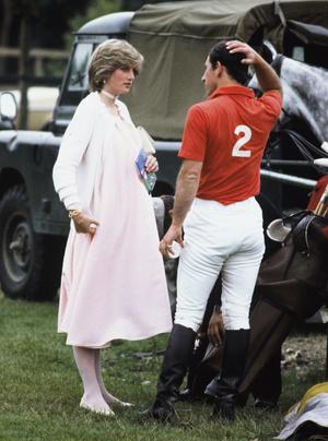 Фото №19 - От персикового до фуксии: как принцесса Диана носила розовый цвет (и почему он ей так шел)
