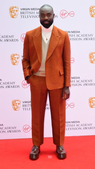 Фото №14 - Теле-BAFTA 2021: самые стильные знаменитости на красной дорожке