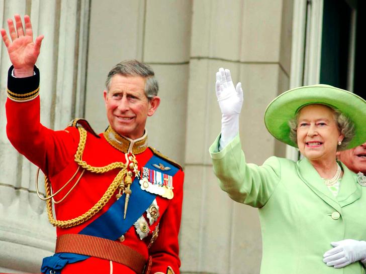 Фото №1 - Почему это Рождество станет особенным и очень долгожданным для Королевы и принца Чарльза