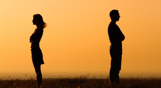 Он ушел: почему мы обвиняем в крушении отношений другую женщину